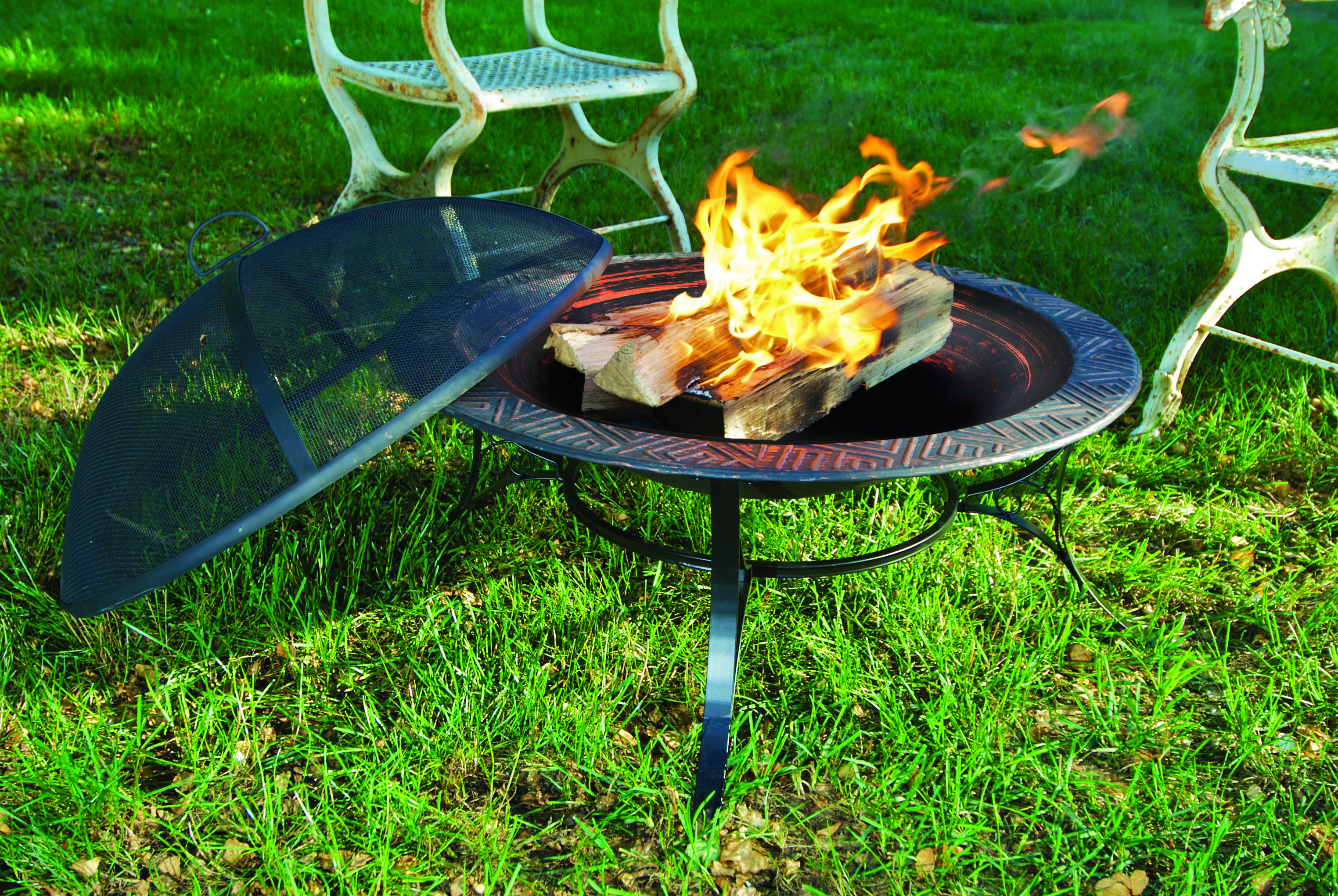 Good Directions 30� Medium Fire Pit with Spark Screen
