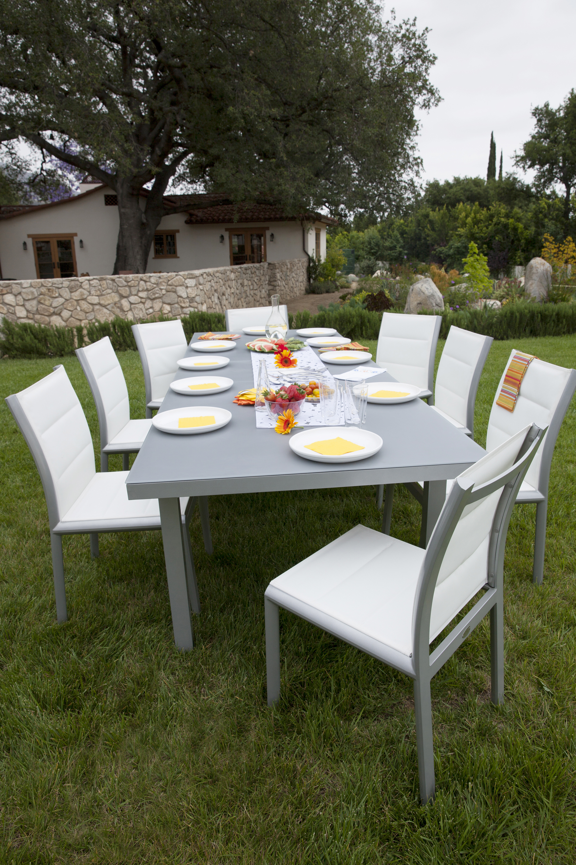 Les Jardins Pop Up Dining Table
